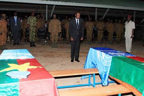 Armée nationale: Blaise Compaoré rend un dernier hommage aux militaires burkinabè tués au Mali