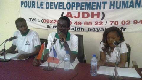 Association des jeunes pour le développement humanitaire: Le développement par des actions humanitaristes