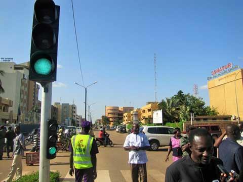 Mise en marche de feux tricolores à Ouagadougou: Encore faut-il les respecter!