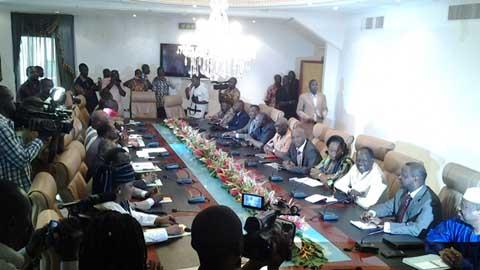 Dialogue politique national: les leaders politiques en guest-stars