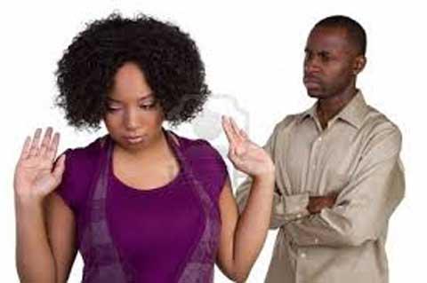 Le  Plateau du week-end …: Vous surprenez votre partenaire dans les bras d'une autre personne, quelle sera votre réaction?