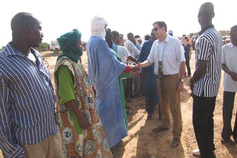 Réfugiés maliens au Burkina: L'ambassadeur de France au Burkina s'imprègne des réalités à Mentao