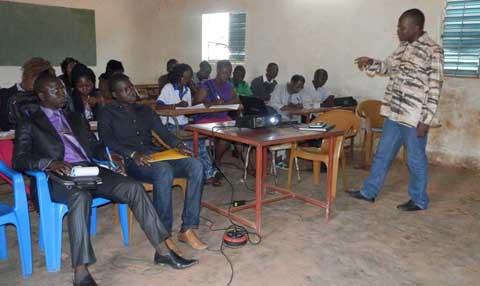 Ebola: L'Association des élèves et étudiants pour l'émergence du Faso sensibilise  des délégués généraux d'établissements