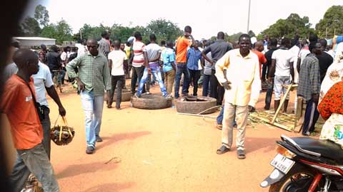 Arrondissement n°3 de Ouagadougou: des populations barrent la RN°2 pour protester contre l'état des voies