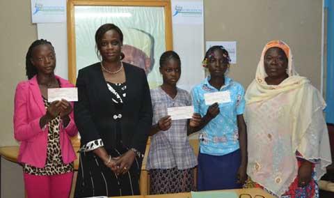 Enseignement secondaire: la Fondation Adama Touré pour la science et l'éducationoffre des bourses pour encourager des filles