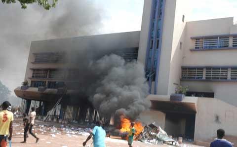 Manifestation contre la modification de la Constitution: Plusieurs domiciles de leaders du CDP incendiés à Bobo-Dioulasso