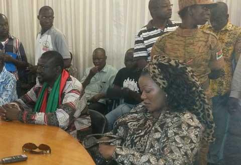 Chute du président Blaise Compaoré: des opposants saluent «le courage et la détermination du peuple burkinabè»