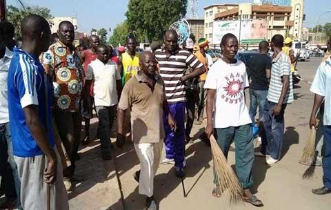 Une opération ville propre pour débarrasser Ouagadougou des stigmates des affrontements