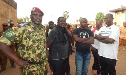 Lieutenant-Colonel Yacouba Isaac Zida: «Il fallait que l'Armée réponde  à l'appel du peuple»