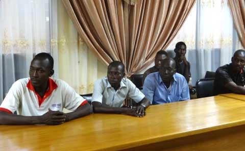 Contribution à la prise en charge des blessés de la crise: un groupe de jeunes de Kolognaba donnent 53.500FCFA au CHU-YO