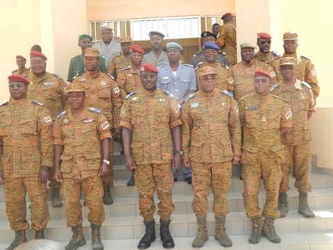 Concertations sur la transition: Le lieutenant-colonel Isaac Zida reçoit les différents corps militaires et paramilitaires