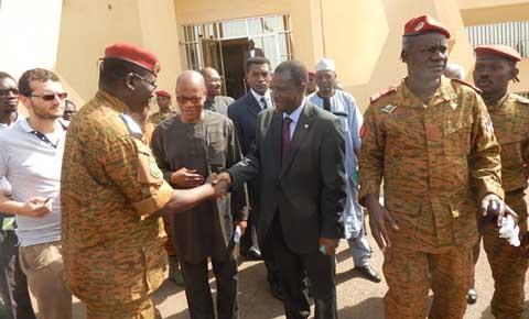 Transition politique au Burkina: Pression de l'extérieur, pression à l'intérieur