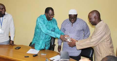 Insurrection populaire: EBOMAF offre 10 millions de FCFA pour la prise en charge médicale des blessés