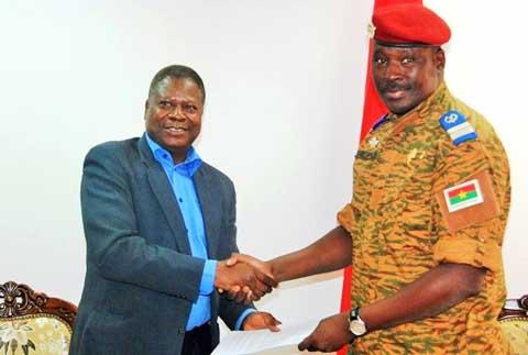 Situation nationale: La Charte de la transition remise officiellement au chef de l'Etat