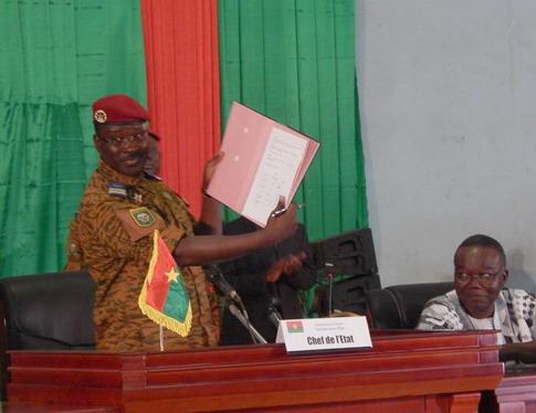 Signature de la charte de la transition: Le discours historique du lieutenant-colonel Yacouba Isaac Zida