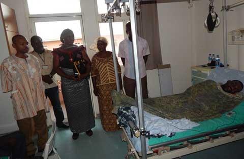 Visite aux blessés de l'insurrection populaire: Le PAREN à l'hôpital national Blaise Compaoré