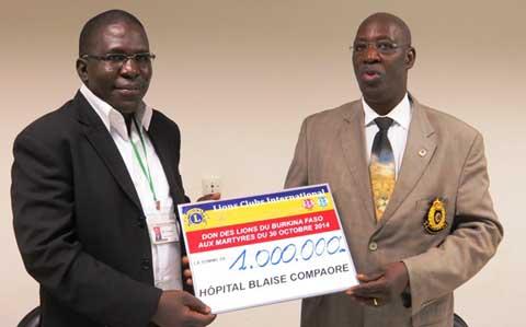 Prise en charge des blessés de l'insurrection populaire: Les régions 14 et 15 des Lions Club apportent du souffle à l'hôpital national Blaise Compaoré
