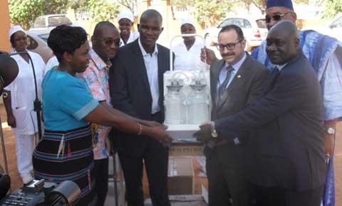 CMA du secteur 30 de Ouaga: Le personnel d'Essakane SA offre du matériel de 11 millions de francs