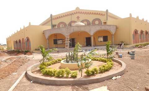 Chantiers du 11 décembre: à 90% d'exécution, la salle polyvalente de Dédougou fascine