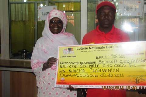 Loterie nationale Burkinabè: Deux gagnants reçoivent leurs chèques