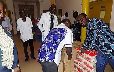 Fêtes de fin d'année: Bayard Afrique apporte le sourire aux pensionnaires de l'hôpital pédiatrique