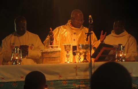 «La fête de NOEL vient nous rappeller que nous sommes de la même famille, fils d'un même Père», dixit le Cardinal Ouédraogo.
