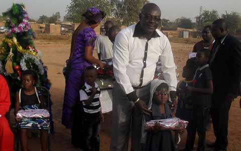 Arrondissement 2 de Ouagadougou: Le père Noël Aly Badra Ouédraogo fait de nombreux heureux