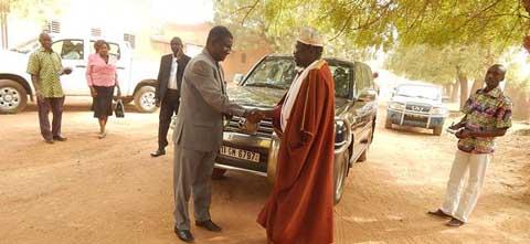 Boucle du Mouhoun: le gouverneur en visite chez les autorités coutumières et religieuses de Dédougou