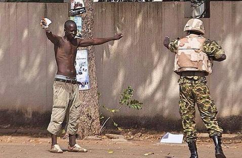Insurrection populaire: Amnesty International exige une enquête sur les tirs de l'armée contre des manifestants