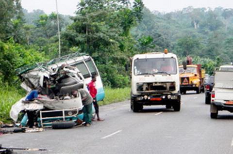 Route Ouaga-Kongoussi: Dix morts dans une collision entre un car et un camion