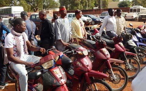 Vols d'engins à deux roues: La police nationale retrouve et restitue 33 motos