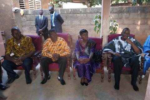 Victimes de l'insurrection populaire: La ministre de l'Action sociale en visite dans des familles endeuillées de Bobo-Dioulasso