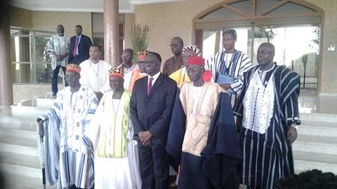 Transition politique: les chefs coutumiers encouragent Michel Kafando