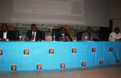 Conférence publique: les Burkinabè en quête de moyens  pour une sortie de crise