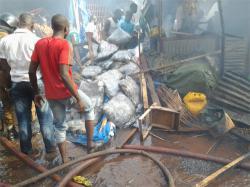 Rood-Wooko: un entrepôt de marchandises part en fumée