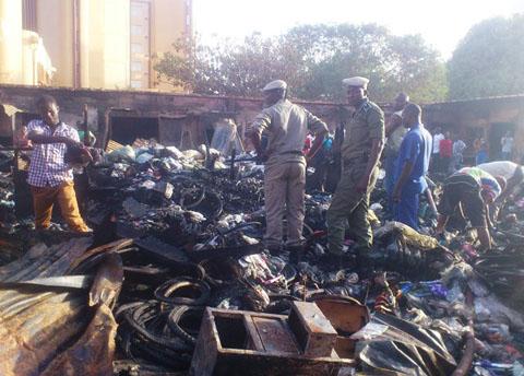 Incendie aux abords du grand marché: Plus d'une vingtaine de boutiques parties en feu