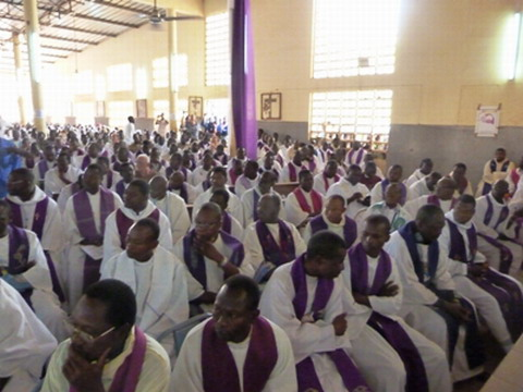 Prêtres de l'archidiocèse de Ouagadougou: Etre à l'écoute de Dieu pour bien guider les autres