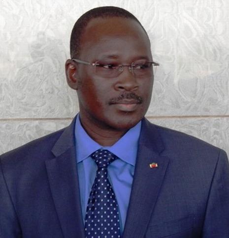 Affaires de boissons périmées: Le Premier Isaac Zida félicite la police et invite les populations à dénoncer toute activité nuisible à la santé publique