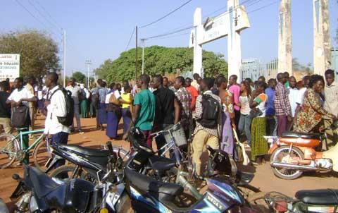 Crise scolaire à Niangoloko: des élèves condamnés, les anciens font recours à leurs fétiches pour faire partir un militant de la F-SYNTER