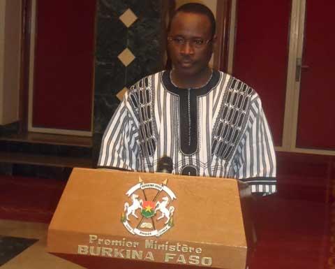 Mouvements de protestation tous azimuts: Yacouba Isaac Zida appelle au calme