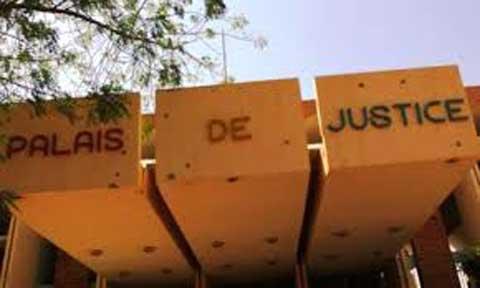 Au palais de justice: Moumouni Dieguimdé attaque Le Reporter, les architectes s'entre-attaquent