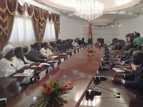 Transition: Les membres du gouvernement ont déclaré leurs biens
