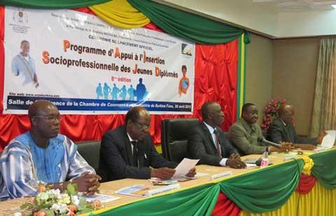 Insertion socioprofessionnelle des jeunes diplômés: Un programme pour booter le chômage hors du Burkina!