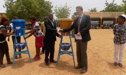 Prévention de la fièvre à virus Ebola: L'UNICEF remet  2500 lave-mains au MENA