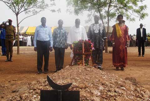 Hommage aux Martyrs de l'insurrection populaire: Une gerbe de fleurs en attendant la justice