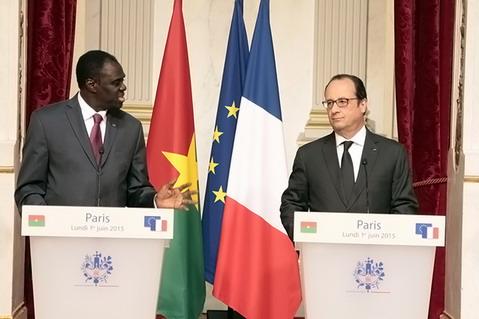 François Hollande à Michel Kafando: «Le Burkina Faso est un exemple par rapport à ce que des processus constitutionnels doivent être»