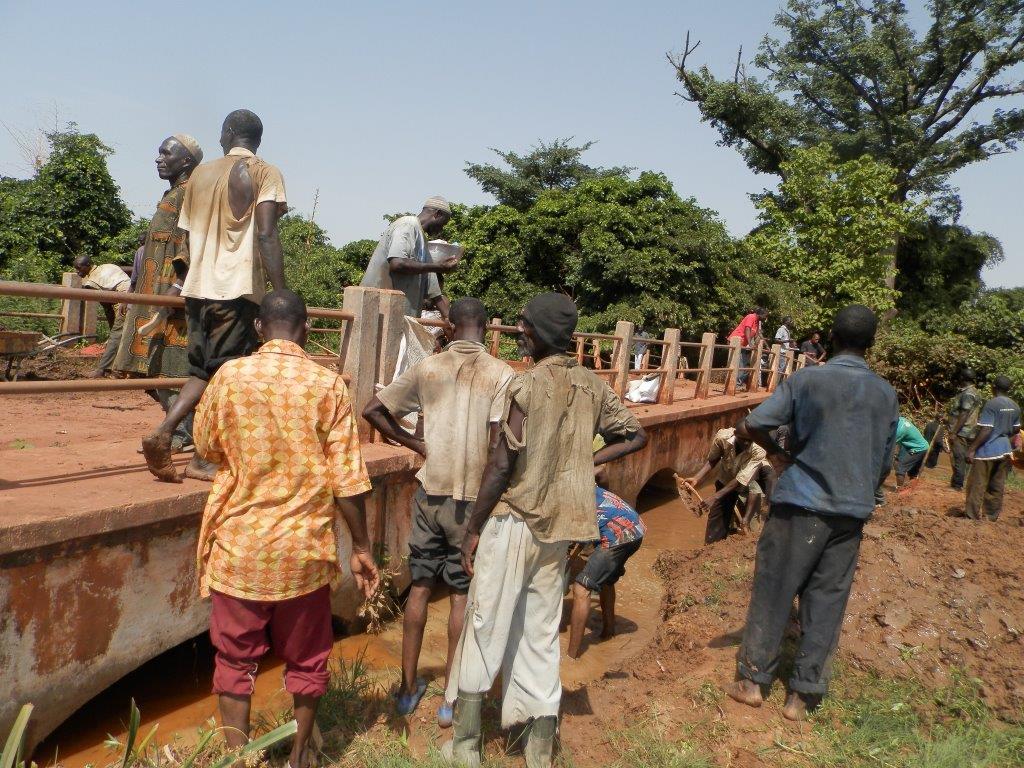 Bobo-Dioulasso: Le Comité local de l'eau désensable la rivière du Kou