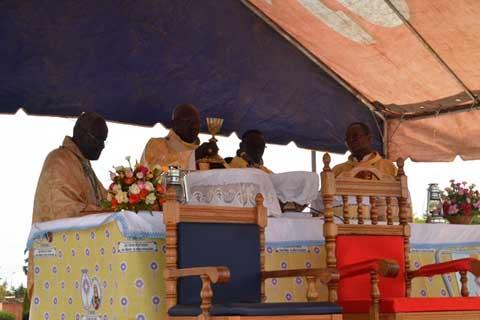Célébration de la fête du Saint Sacrement à Ouagadougou.
