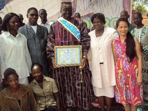 Fédération Internationale pour la Paix Universelle: Sa majesté Naaba Bãoogo de Gourcy fait Ambassadeur de la Paix