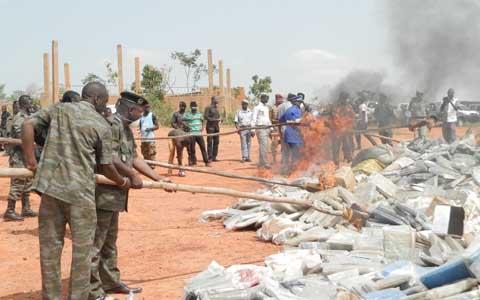 Produits prohibés: Plus de 44 tonnes incinérées dans les Hauts Bassins